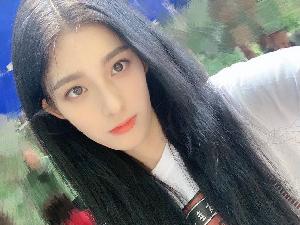 钟丽丽发视频被说是吴亦凡喜欢的类型 夏之