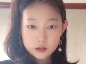 小沈阳15岁女儿晒近照 被网友夸赞超模脸
