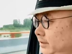 50岁歌手刀郎近照曝光 一脸老年斑尽显老态