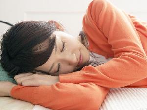 侧卧睡带来的危害 睡觉也需要注意姿势