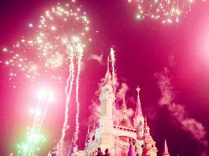 迪士尼放烟花的真正目的 其实是为了赶走游