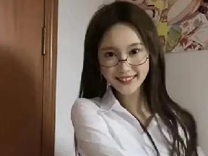 网红康欣被曝疑似有暴力倾向 曾经殴打初中