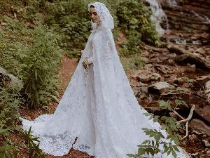 莉莉·柯林斯晒婚纱照 气质优雅宛如童话公