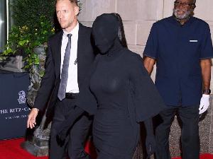 金卡戴珊全黑蒙面造型 网友称其像女土匪