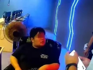 网恋高富帅男神 竟是浑身发臭的270斤大胖子