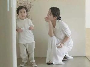 蔡琳首次公开儿子 小礼物五官太像爸爸高梓