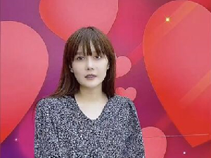 赵本山女儿素颜出镜 疑似穿孕妇装难道怀孕