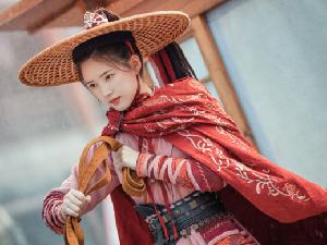 赵露思新剧歌姬造型 白衣红襟的歌姬造型令