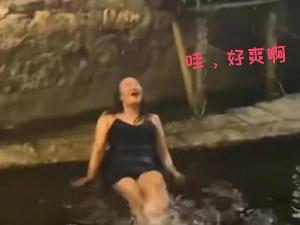 丽江古城石榴井戏水女子发声 老公看到视频后闹离婚